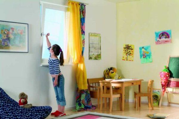 Проветривать комнату
