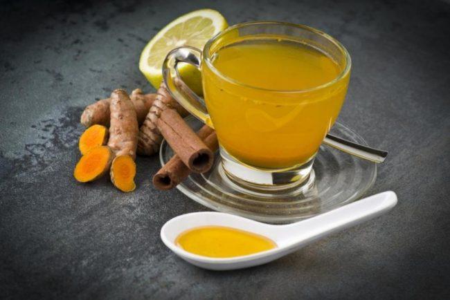приготовление чая с куркумой